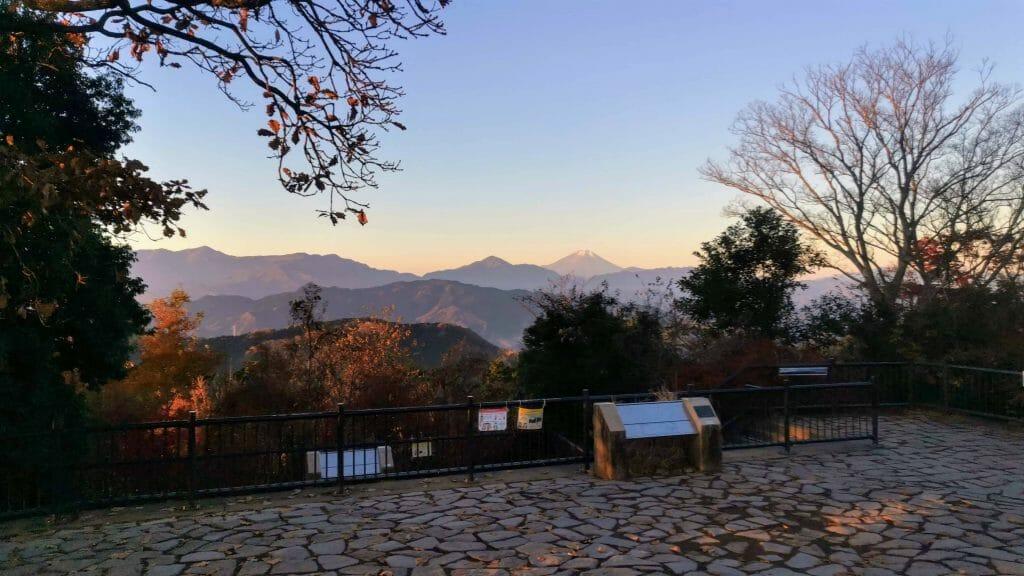 高尾山山頂早朝富士山見えた