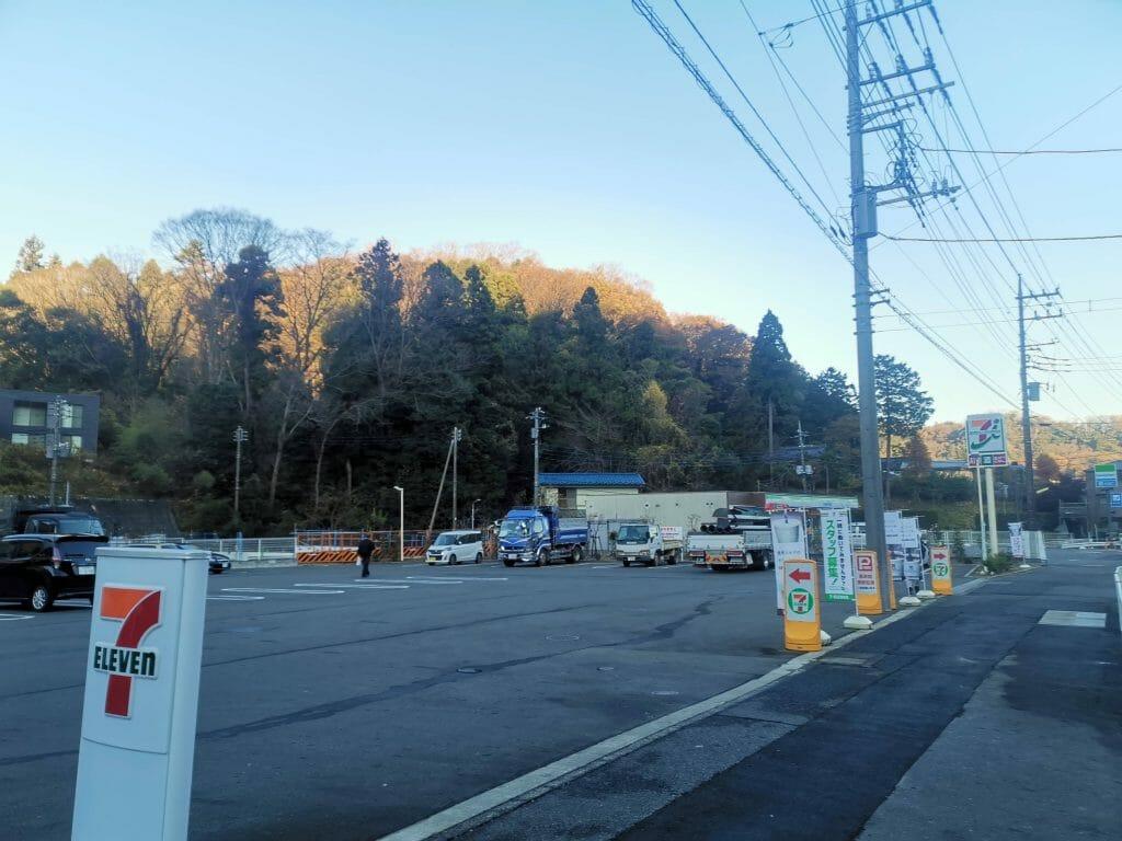 高尾山口駅近くのコンビニ