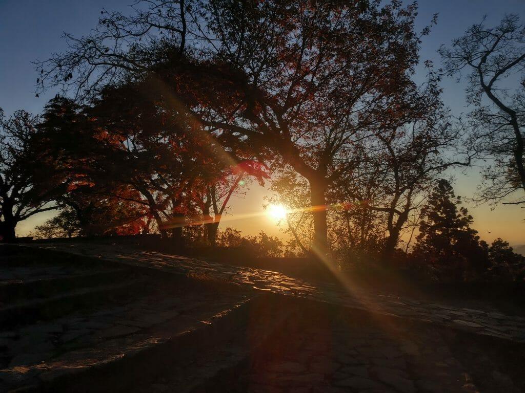 高尾山山頂の日の出で松果体活性化2