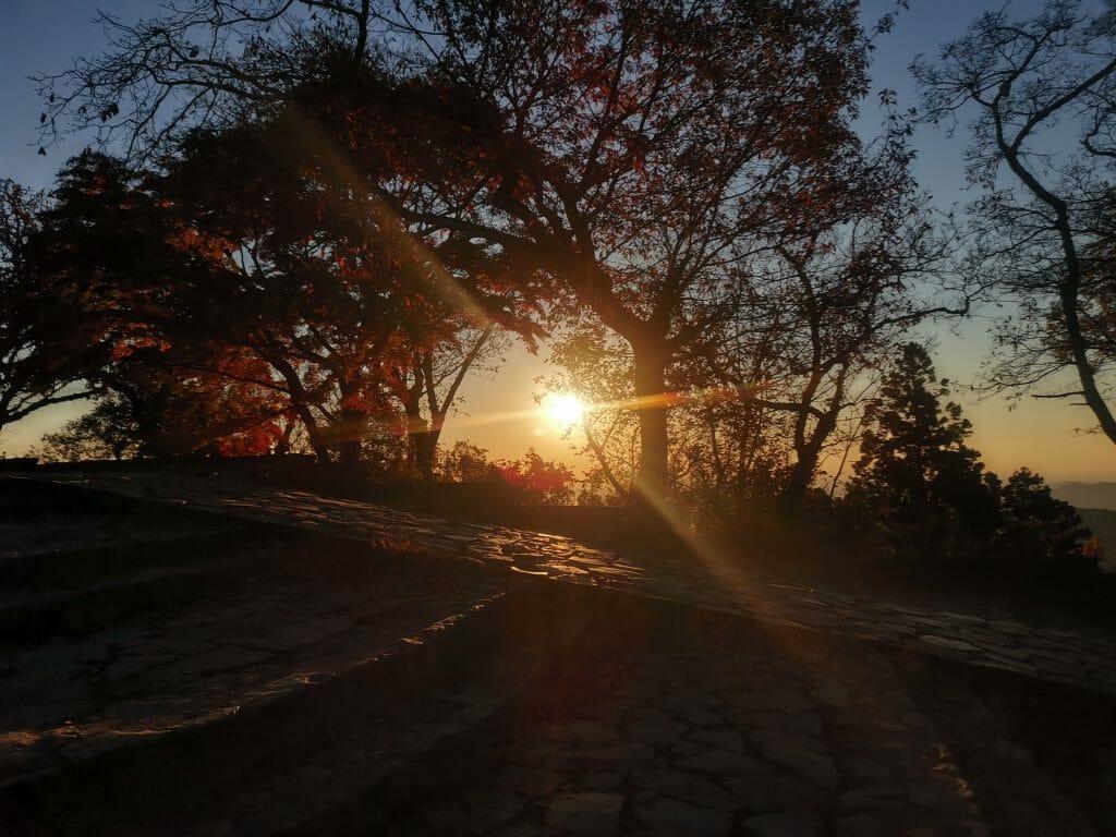 高尾山山頂の日の出で松果体活性化
